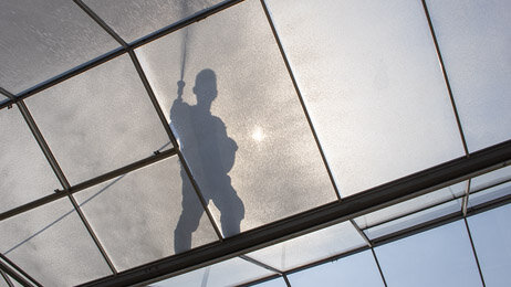 Spraying shading agent on the roof of the greenhouse